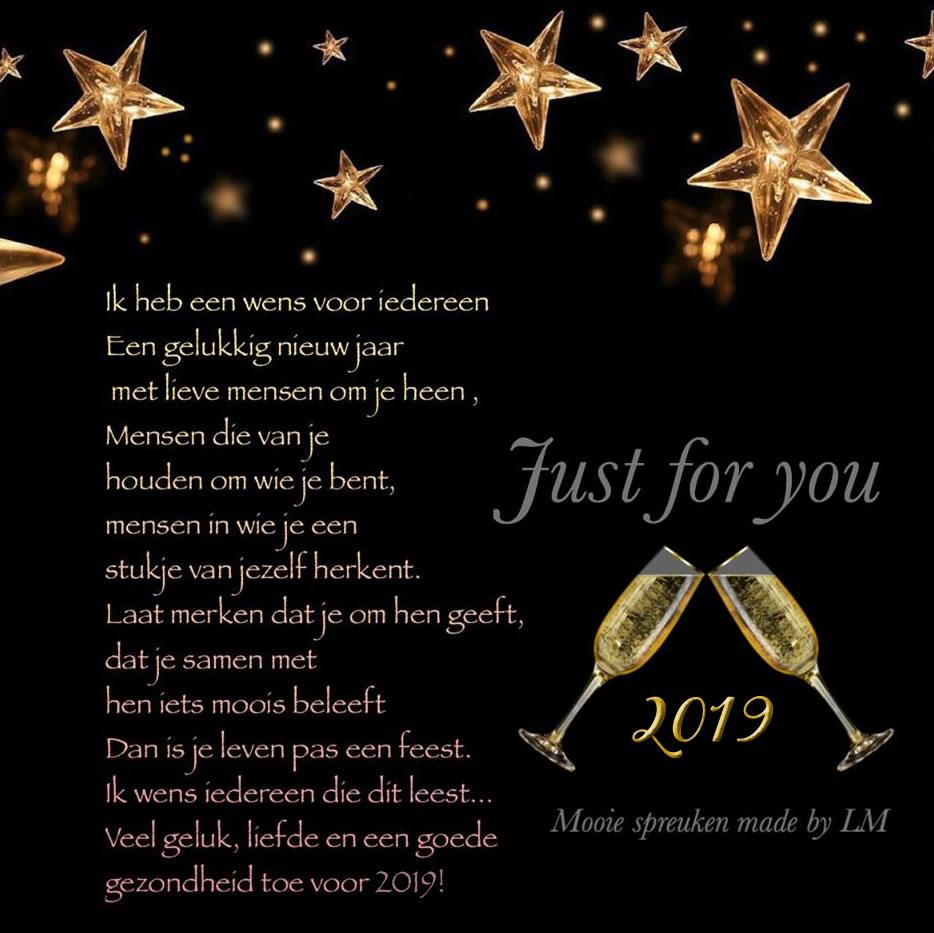 Ik heb een wens voor iedereen, een gelukkig nieuwjaar, met lieve mensen om je heen, mensen die van je houden om wie je bent...